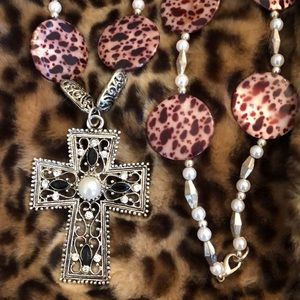 Jewelry - Brand new custom made leopard cross necklace